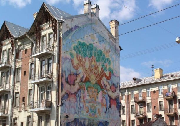 Расписная стена на Малом проспекте