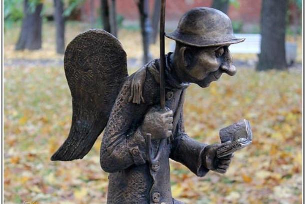 Скульптура Петербургский ангел в Измайловском саду