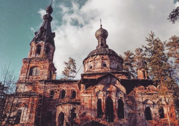 Девонский обрыв и церковь