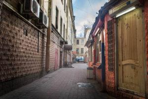 Необычные экскурсии по СПб - дворы города