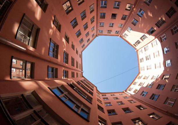 Двор-восьмиугольник в Санкт-Петербурге